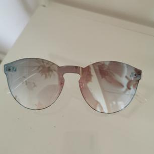 Genomskinliga solglasögon ❤️