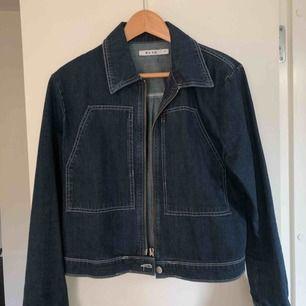 (pris kan diskuteras)  jätte jätte fin jeans jacka i super bra skick, använt 2 ggr. Passar 36-40  MÖTS UPP I STOCKHOLM & TAR SWISH