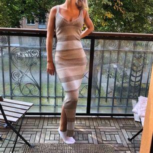 En stretchig långklänning