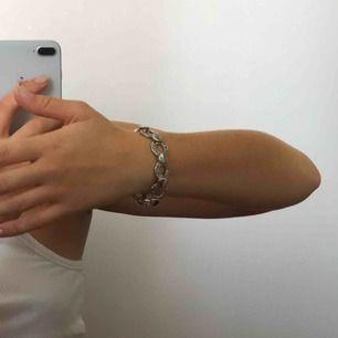 ❗️50kr inkl frakt❗️ Jättefint silverfärgat armband, lite inspirerat av Versace🥰
