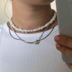 Halsband från Snö of Sweden, frakt på 9kr tillkommer💕  Hör av er vid frågor eller liknande😇