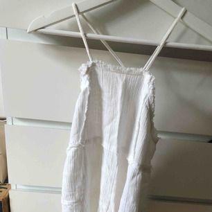 Högt linne med öppen rygg från Zara