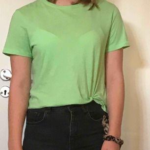Super duper fin t-shirt från Zara. Använde tills jag bytt stil. I princip i nyskick, frakten är redan inräknad i priset. ❌fraktar endast❌