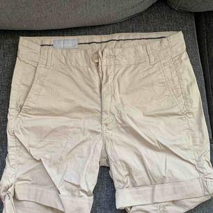 ett par beige shorts jätte fina har använt ett par gånger utomlands