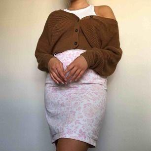 Jättefin kjol köpt vintage! Frakt på 40kr tillkommer💕😇