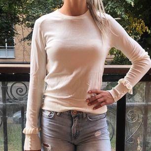 Fin och söt tröja från Zara, men pärlor. Använd 1-2 gånger.