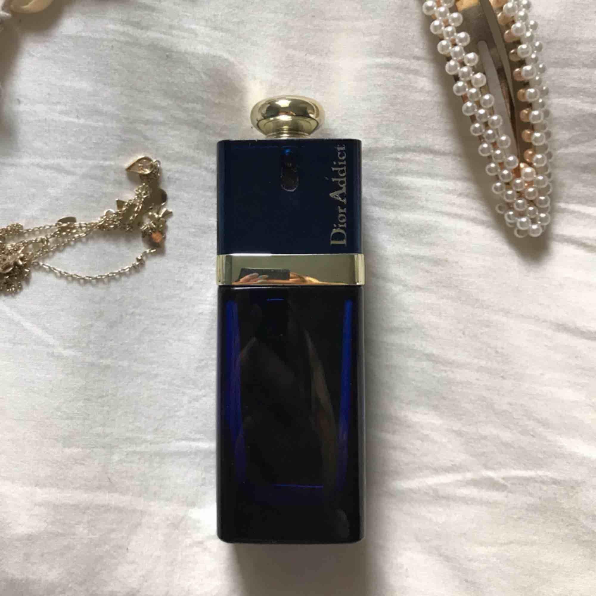 Asnaaajs parfym från Christian Dior! Mer än halva kvar. Doftar sött och gott. Accessoarer.