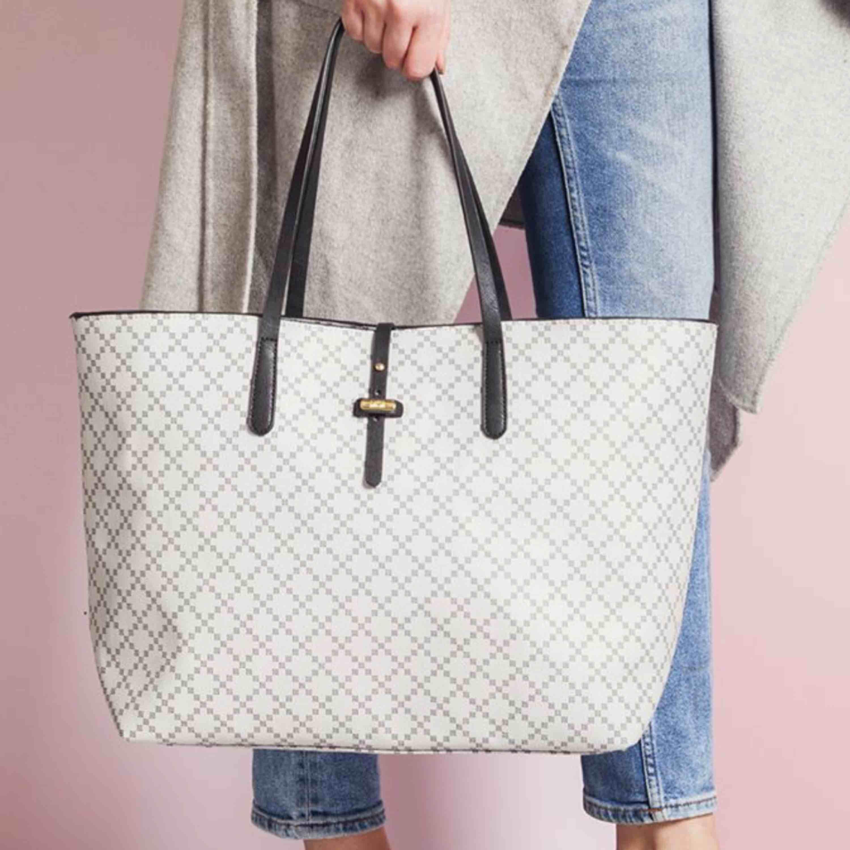 SÖKER denna väska från dasia !!!!! Även i svart. Accessoarer.