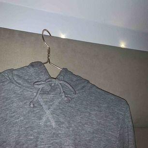 Basic hoodie från hm, nästan aldrig använd💕💕
