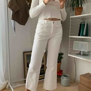 Jeans från ginas kollektion med Anine Bing! Väldigt sparsamt använda. Modellen på bilden är 175 cm lång, på mig som är 163 blir byxorna längre!