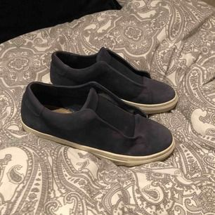 Mörkblåa skor från WERA i storlek 40