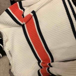 Ribbad randig/ flerfärgad tröja från Hampton republic.