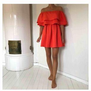 Korallröd klänning från Asos. Använd ett fåtal gånger. Köparen står för frakt.