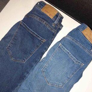 Två par gina tricot curve jeans i superfint skick, knappt använda. Passar även 36 då dom är stretchiga