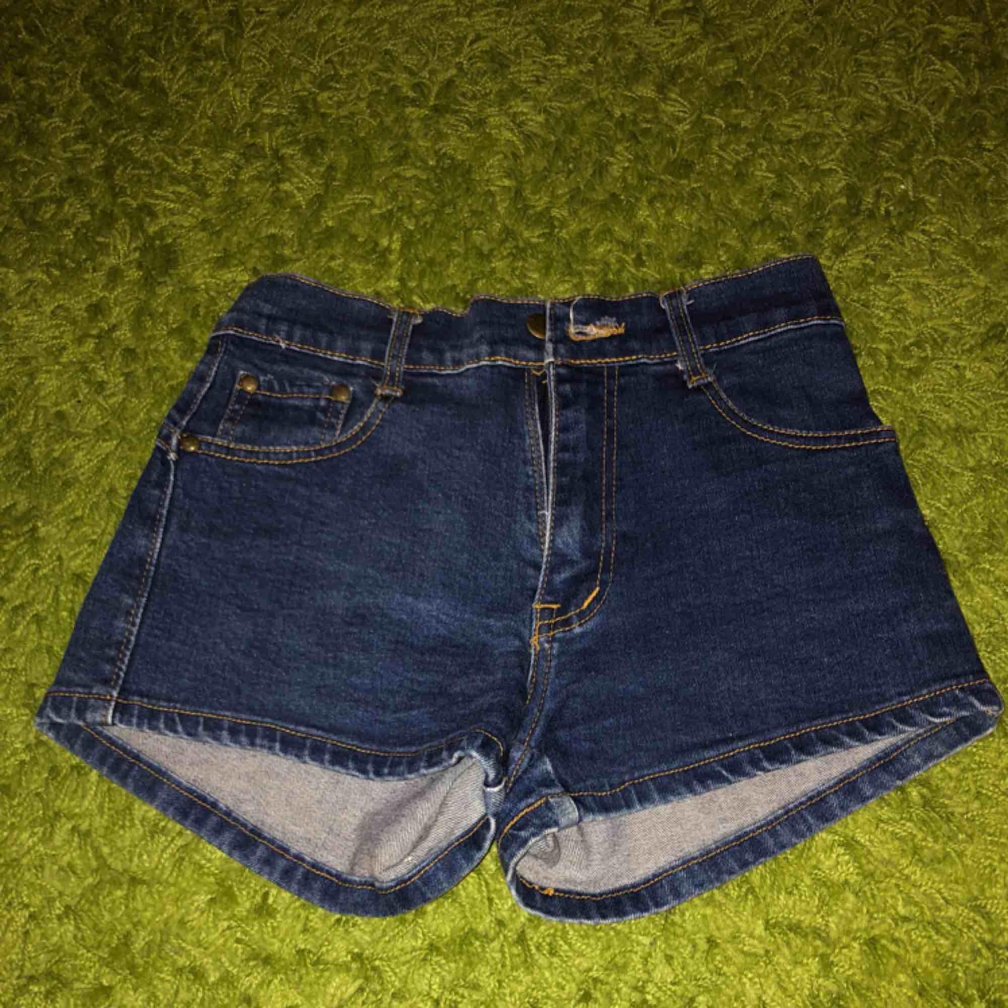 🌸40kr för frakt 🌸högmidjade shorts . Shorts.