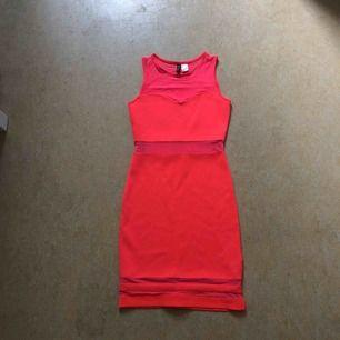 Oanvänd klänning från H&M, strl 34