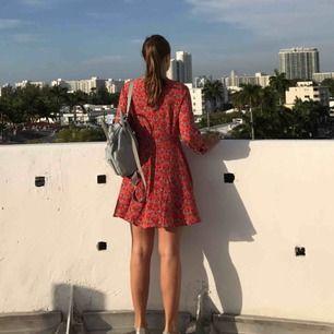 Rödblommig klänning från Forever 21.