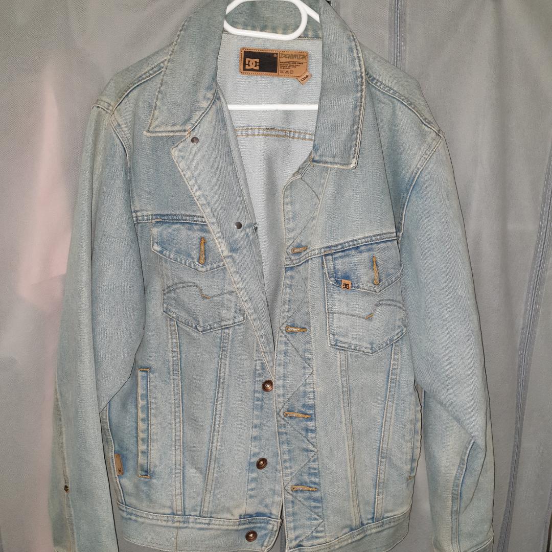 DC jeans jacka i ny skick st medium large på eskilsvägen i Handen men kan träffas upp i närheten . Jackor.