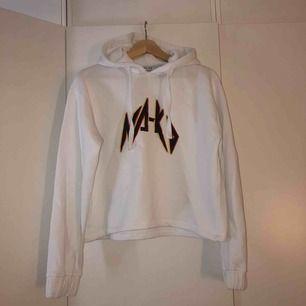 Jättefin och mysig hoodie från NAKD! Använd 3 gånger, fint skick.