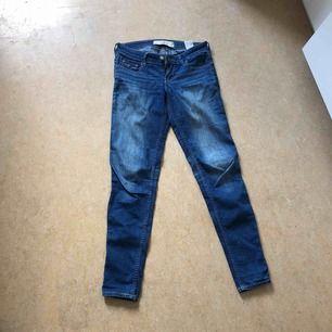 Hollister Jeans Strl 25 i midjan, längd 29