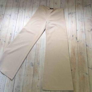 Såååå snygga byxor jag hittat på second hand, tyvärr är dem får långa på mig (är 158) så måste sälja :-(