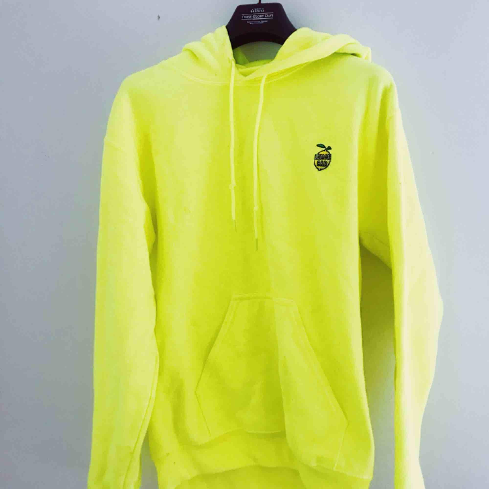 🎾 Neonfärgad hoodie 🎾. Huvtröjor & Träningströjor.