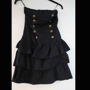 En av mina favoritklänningar som tyvärr har blivit för liten. Sitter uppe bra trots inga axelband