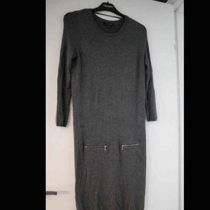 Sjukt mysig klänning med långa ärmar, använd ett fåtal gånger.