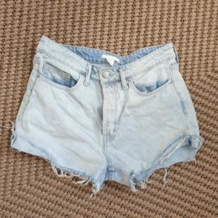 High waisted jeansshorts storlek 38. H&M. Kan skickas annars finns i Malmö