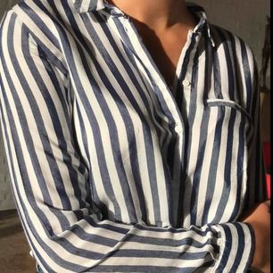 Jättefin skjorta från Zara! Knappt använd och passar bra till allt.