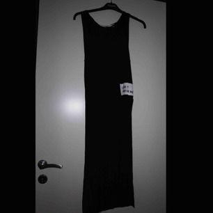 Klänning/tunika med hög slits på båda sidor (upp till höften) från PULL & BEAR