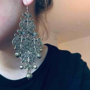 Jättefina örhängen som aldrig kommer till användning, minns ej vad märket är på dem 🎀
