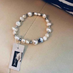 Fint armband med olika stenar/pärlor från märket Våga som tyvärr inte kommit till användning. Prislapp kvar så helt oanvänt 🌸