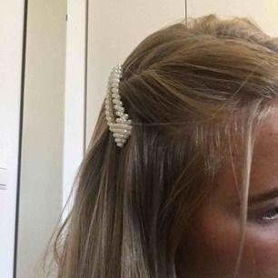 Fin pärl-klämma från Gina tricot, använt max 3ggr