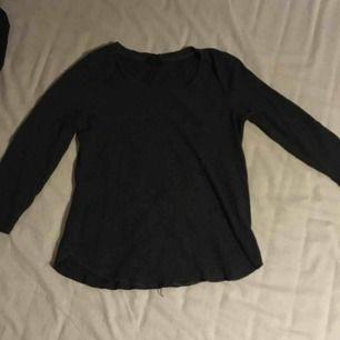 Mörkgrå tröja från Gina