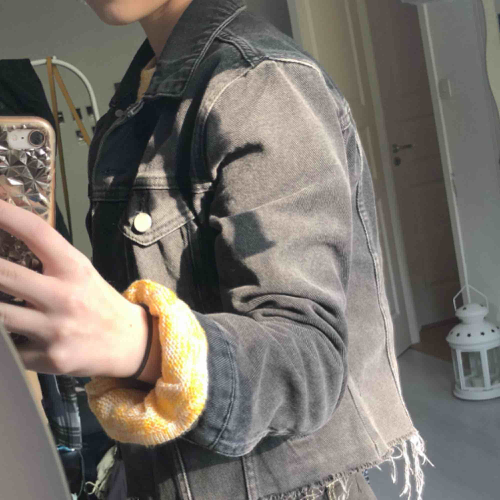 Jeans jacka från NA-KD anderea hedenstedts kollektion .nypris 799kr. Jackor.