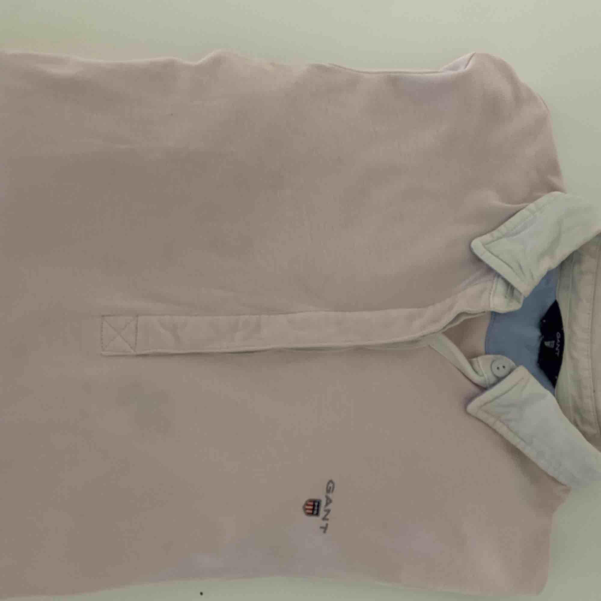 Skjortliknande tröja från Gant. Nypris: 1000kr. Tröjor & Koftor.