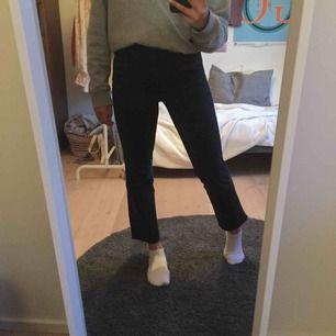 Snygga svarta jeans från Vero Moda som tyvärr inte kommer till användning. Köpare står för frakt annars går det bra att mötas upp i Lund! 💖