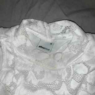 Vit spets linne från Ginatricot. 30 kr plus frakt🌤