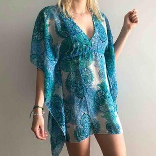 Väldigt skön strandklänning.  Använd fåtal gånger. Säljes pga flytt. Går att mötas upp i Stockholm, annars tillkommer frakt.