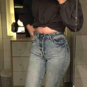 """Har gått upp lite i vikt😞 Var mina favo😰 Skitsnygga inte som de här billiga plast jeansen. Men känner att det är """"riktiga jeans"""""""