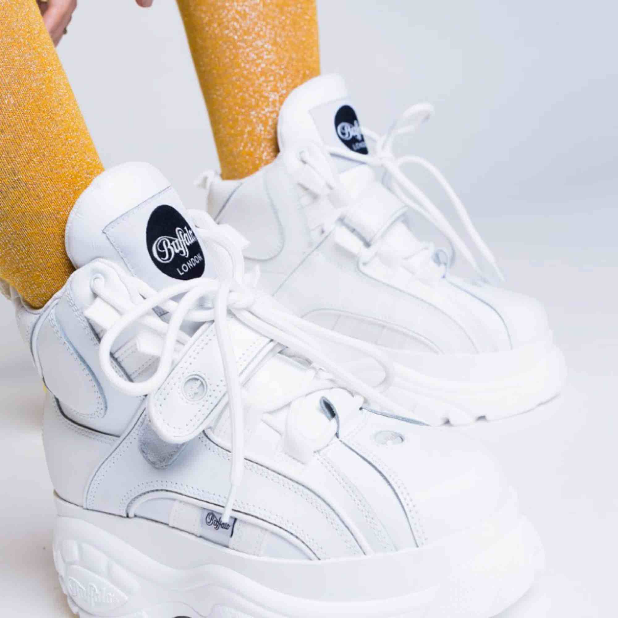 Säljer nu mina fantastiska, helt nya, endast testade höga Buffalo London sneakers! Säljer pga de aldrig kommit till användning och det förtjänar de❤️ strl 37 men en ganska stor 37a. Jag betalar för frakten!:) NYPRIS: 1895:- första bilden lånad . Skor.