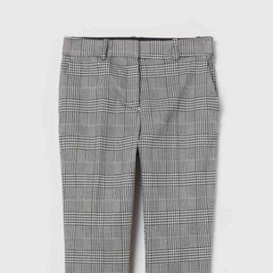 Gråa kostymliknande byxor från hm knappt använda å superfina å matchbara💛