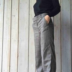 Köpte dessa förra hösten pga DÖsnygga, men har tyvärr för korta ben för att vilja behålla dom (har klackar på bilden) :( Bild nr 3 visar bäst hur dom ser ut i verkligheten! Nypris: 500