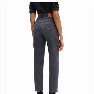 Underbara jeans från LEVIS! 👖Säljer då dom inte passade mig tyvärr. Priset kan diskuteras 💌📩 Kan skicka med posten 🌟