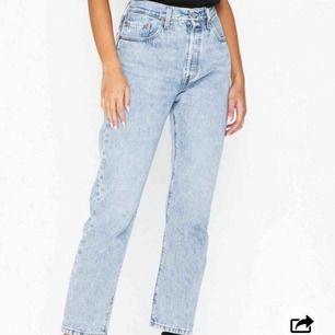LEVIS 501:or Jeansen som är så pass ikoniska att dom används flitigt av alla fashionistas och influensers och även vi andra underbara! 😉 kolla gärna in mina andra auktioner! 😚