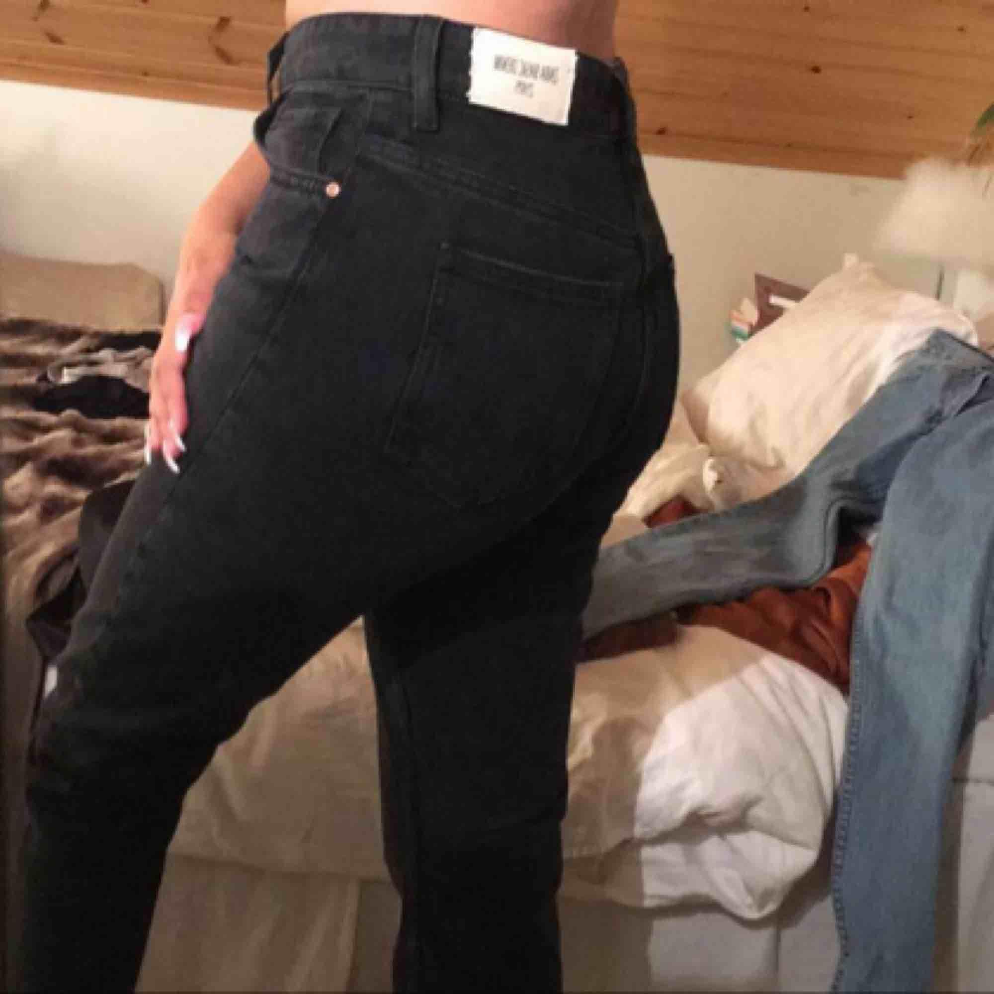 Super fina nya mom jeans från Zara! Helt ny & oanvända.. lappen finns kvar. Hög midjade. Jeans & Byxor.