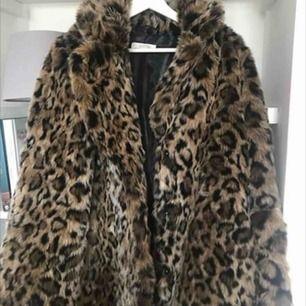 Fuskpäls från H&M i strl S, aldrig använd! Köpte i vintras. 300kr exklusive frakt