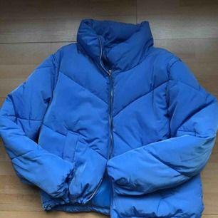 Blå jacka som passar både höst/vinter/vår!