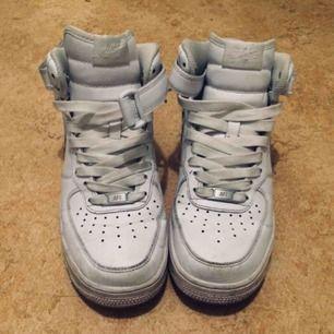 Nike air force one, sparsamt använda. Klassiska skor som aldrig går ur mode. Ikoniska skor helt enkelt!